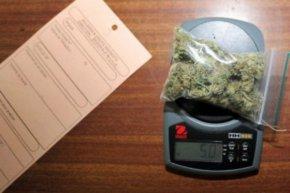 Venta de cannabis en farmacias de Uruguay será regulada con huellasdactilares